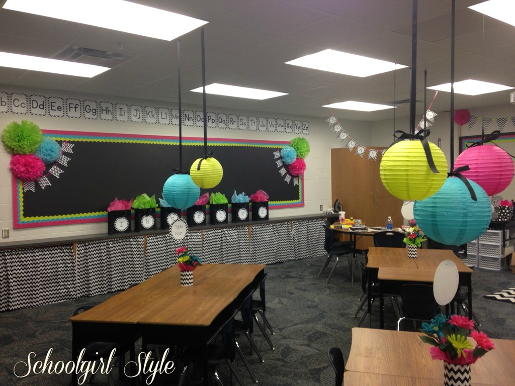 Karen marinelli s classroom makeover schoolgirlstyle for Art decoration for classroom